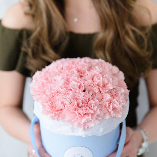 Маленькая коробка с гвоздиками: букеты цветов на заказ Flowwow