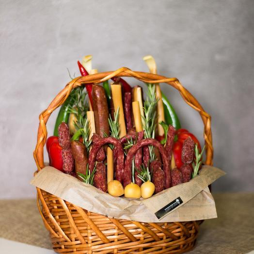 Мужская корзина с колбасой 21: букеты цветов на заказ Flowwow