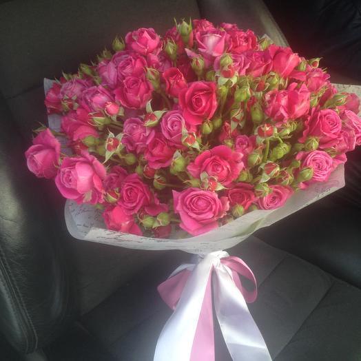 Букет из 29 малиновых кустовых ароматных роз: букеты цветов на заказ Flowwow