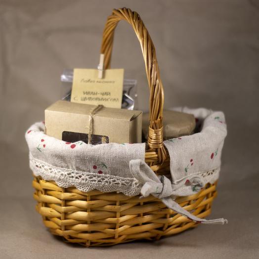 "Подарочная корзина ""Ягодка"": букеты цветов на заказ Flowwow"