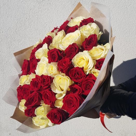 Букет из 51 красно белых розы: букеты цветов на заказ Flowwow