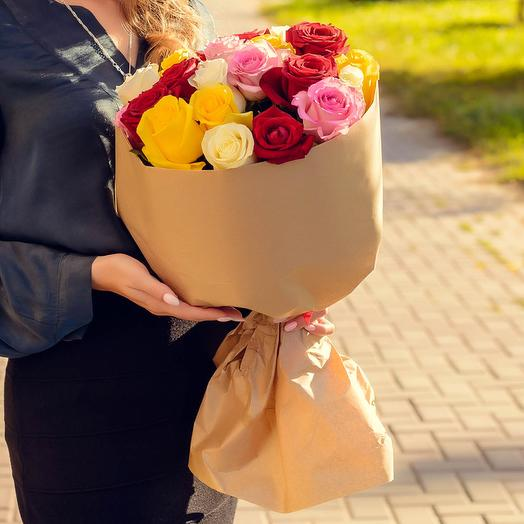 Букет из 25 разноцветных роз (60см): букеты цветов на заказ Flowwow