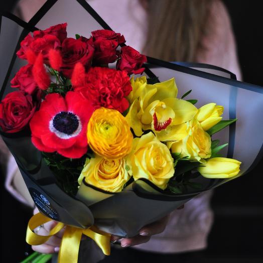 Яркий сборный букет из анемона, цимбидиума и тюльпанов: букеты цветов на заказ Flowwow