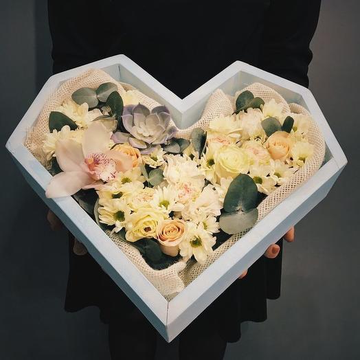 """ДЕРЕВЯННОЕ СЕРДЦЕ """"НЕЖНОСТЬ"""": букеты цветов на заказ Flowwow"""