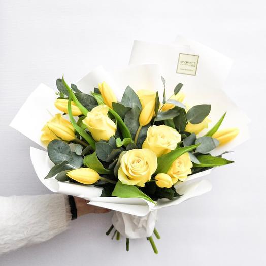 Солнечный букет с тюльпанами: букеты цветов на заказ Flowwow