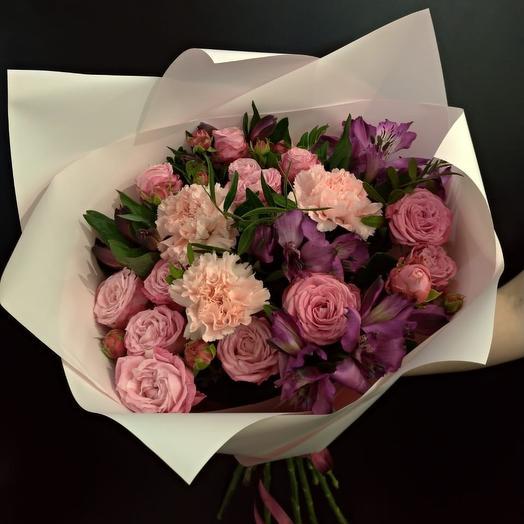 Букет из кустовых роз, альстромерии и гвоздик: букеты цветов на заказ Flowwow