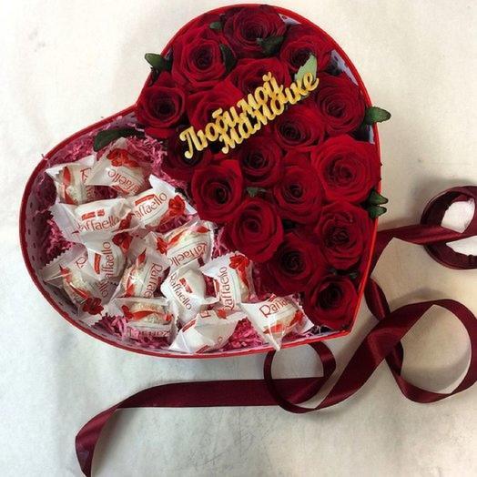 Коробочка с розами и конфетами