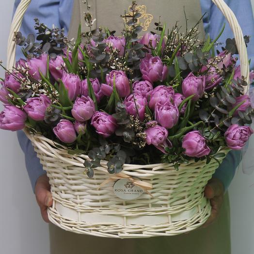 59 тюльпанов в фигурной корзине: букеты цветов на заказ Flowwow