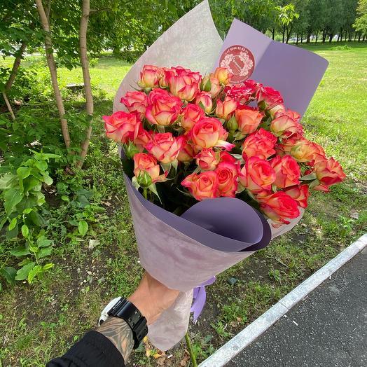 Кустовой кулёк роз