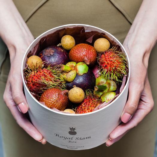 Шляпная коробка с фруктами Royal Compliment