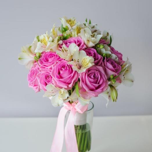 Свадебный букет из роз и альстромерии