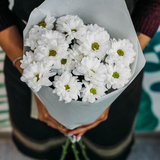 3 белых хризантемы в букете