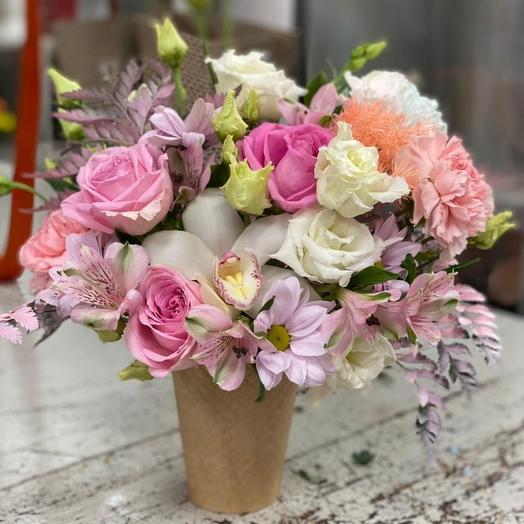 Цветы в коробке Щербет в рожке