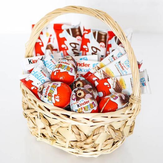 Корзина с шоколадом «Киндер мини»