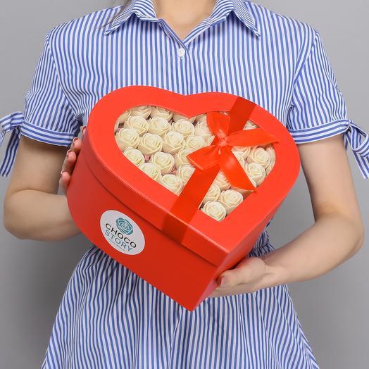 Закрытая шляпная коробка-сердце из 51 шоколадной розы ZS51-K-B