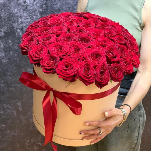 Огромная коробка бархатных роз