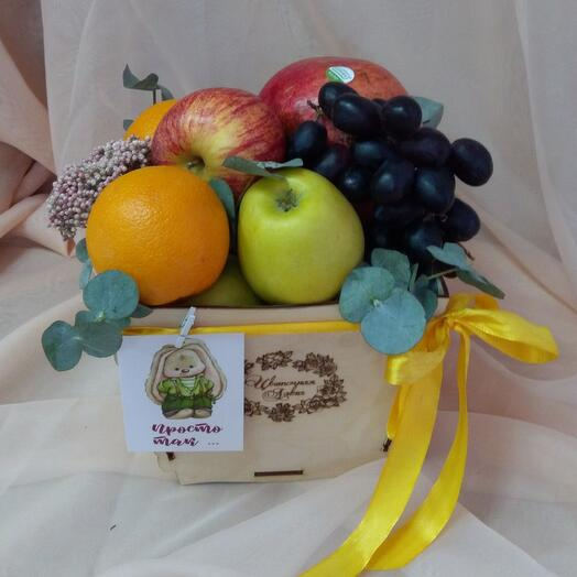 Коробочка с фруктами