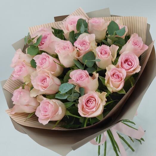 Нежные розовые розы с эвкалиптом (M)