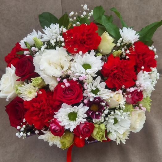 Цветы в коробке любовь