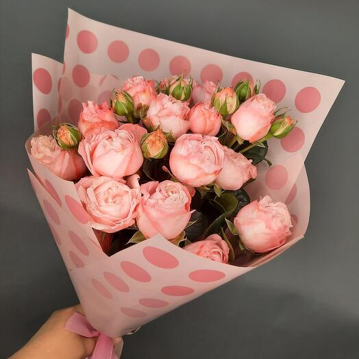 Bouquet of peony-shaped roses