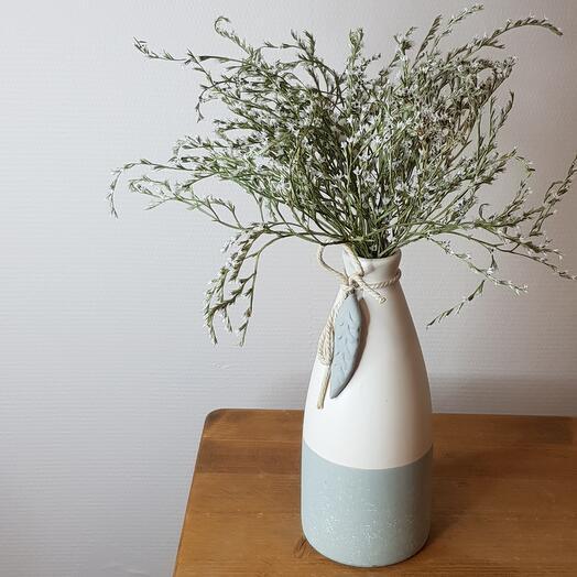 Керамическая ваза с сухоцветами