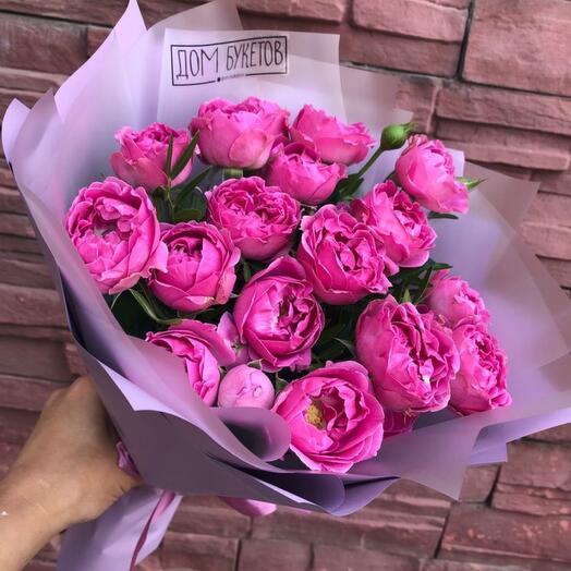 7. Букет пионовидных кустовых роз