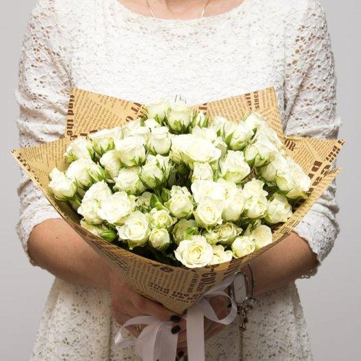 19 белых кустовых роз: букеты цветов на заказ Flowwow