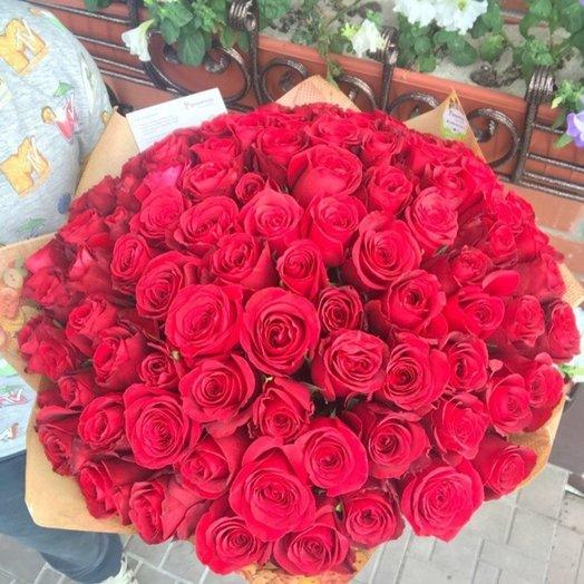 Огромное счастье красных роз