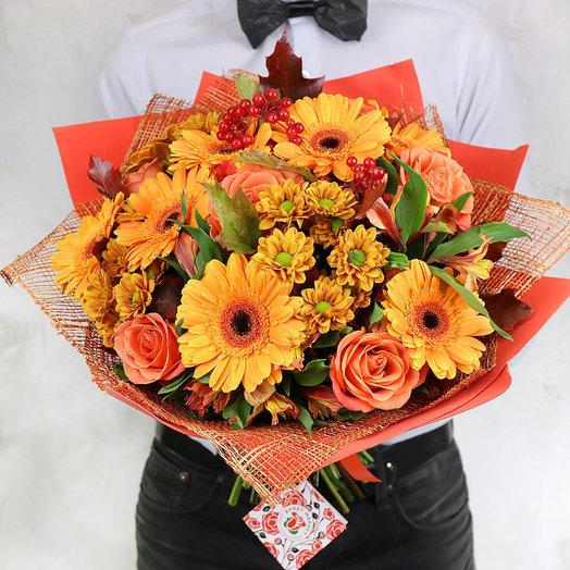 Яркий букет из гербер, роз и хризантем: букеты цветов на заказ Flowwow