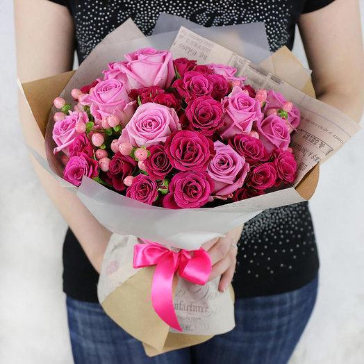 Букет из розовых и малиновых роз: букеты цветов на заказ Flowwow