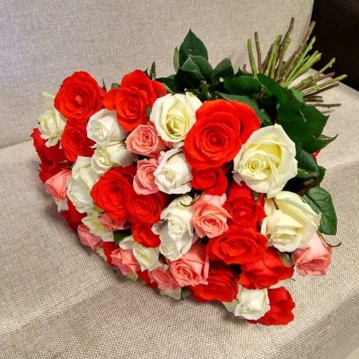 Букет из 45 разноцветных голландских роз 60 см: букеты цветов на заказ Flowwow