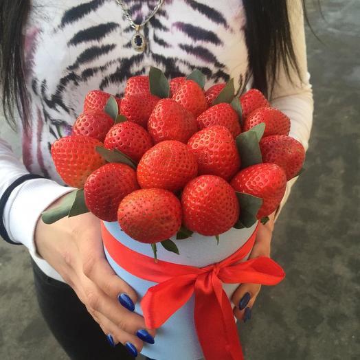 Мини коробочка с клубникой: букеты цветов на заказ Flowwow