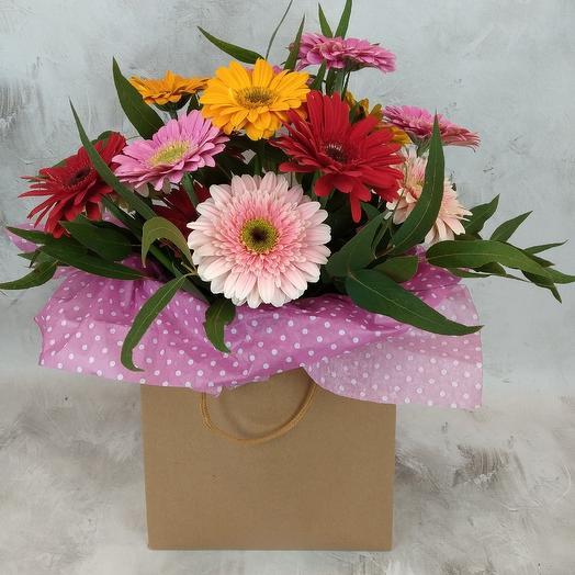 Букет из 15 гербер в сумочке: букеты цветов на заказ Flowwow