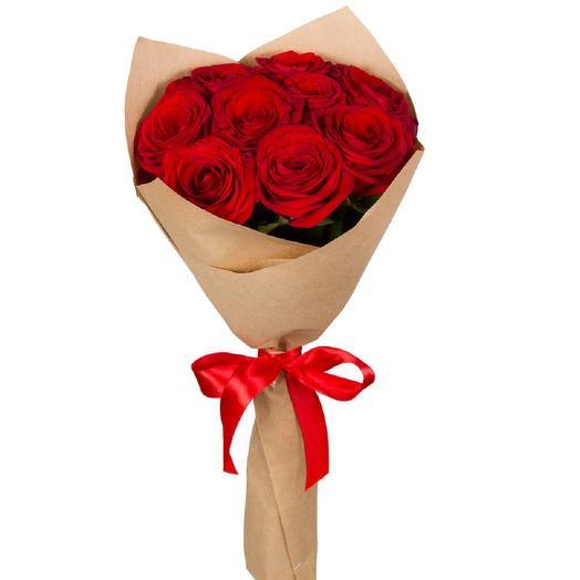 9 красных роз в крафт бумаге