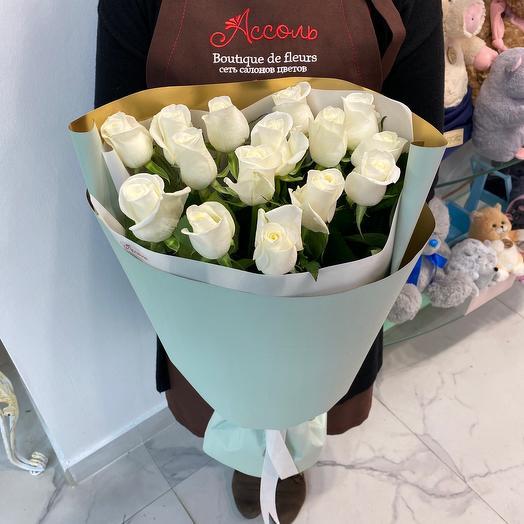 15 белых роз 70 см. в оформлении: букеты цветов на заказ Flowwow