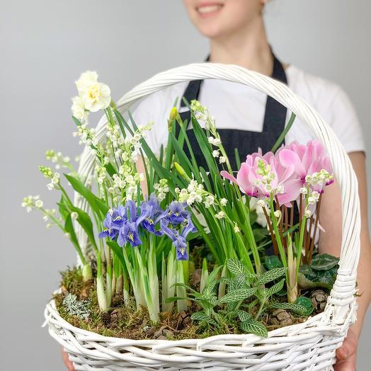 Корзина с цветами Ландыши