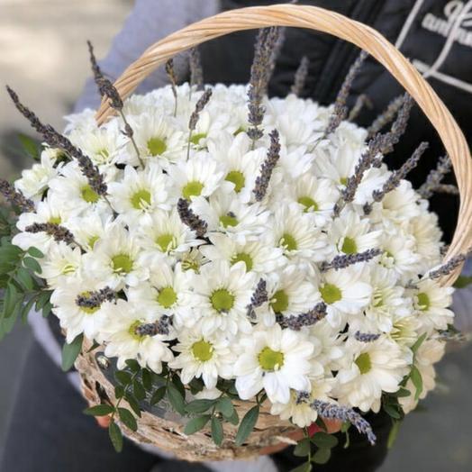 Корзина с цветами и лавандой