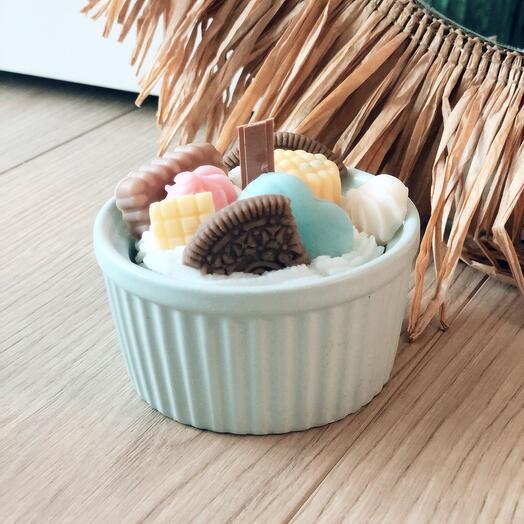 Свеча-тарталетка с печеньем, вафлями и ягодами