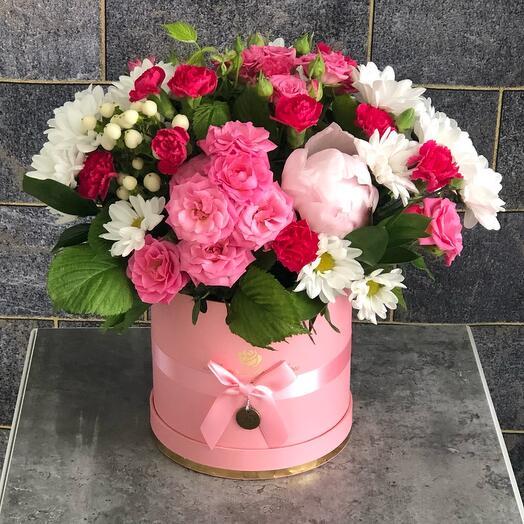 Цветы в коробке Кустовая роза с пионами