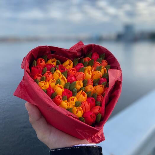 Цветочные капкейки в коробке сердце 9 штук