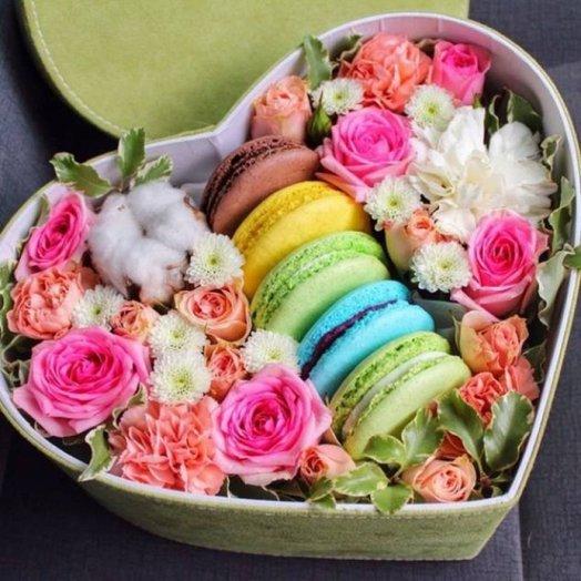 Сердце макаруни: букеты цветов на заказ Flowwow
