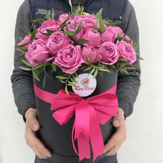 Пионовидные розы в шляпной коробочке: букеты цветов на заказ Flowwow