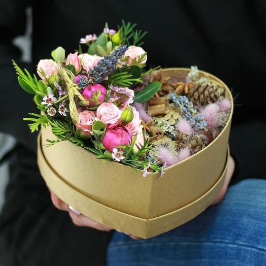 Романтичная композиция из кустовых роз с лавандой  и природным декором: букеты цветов на заказ Flowwow