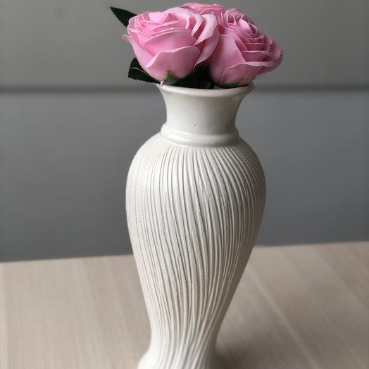 Композиция: ваза керамическая и неувядающие мыльные розы: букеты цветов на заказ Flowwow