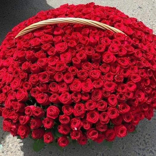 Корзина 301 роза: букеты цветов на заказ Flowwow