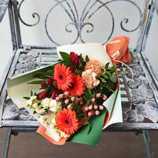 Оранжевый букет из гербер и гиперикума: букеты цветов на заказ Flowwow