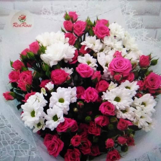 Букет из кустовой малиновое розы и кустовой белой хризантемы: букеты цветов на заказ Flowwow