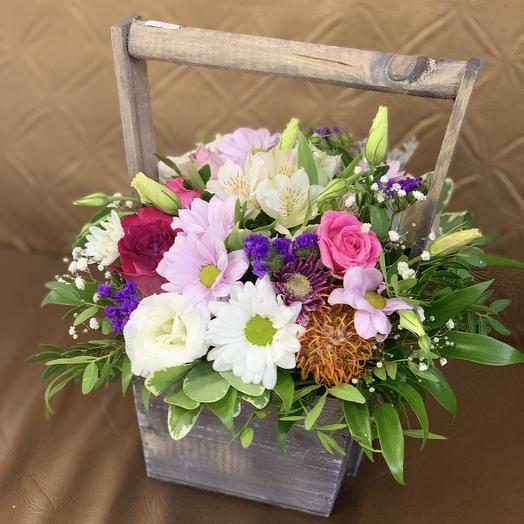 Композиция в ящичке деревянном: букеты цветов на заказ Flowwow