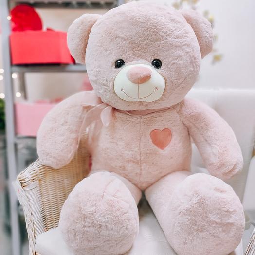 Милый медвежонок с сердечком и бантиком