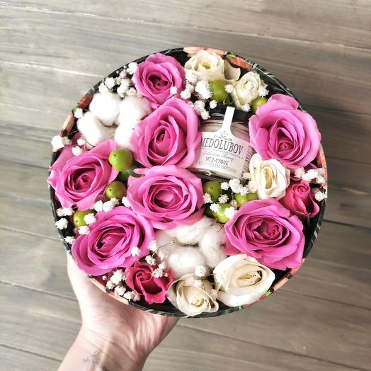 Коробочка с цветами и мёдом